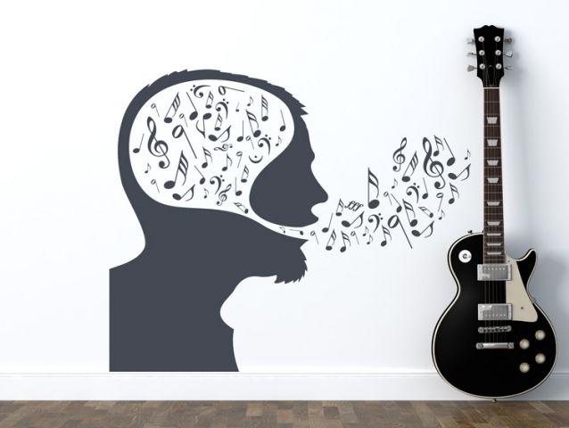 מדבקת קיר - ראש מוסיקלי עם תווים