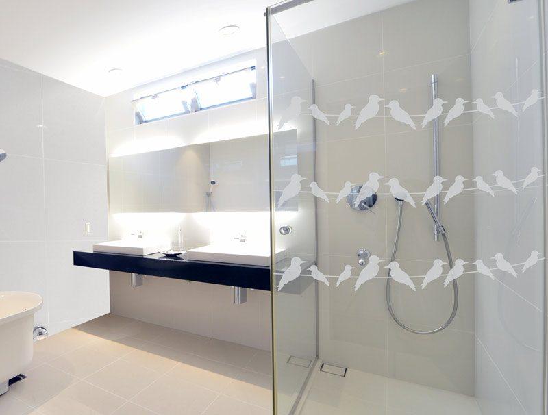 מדבקת קיר | מדבקה לזכוכית | ציפורים על חוט