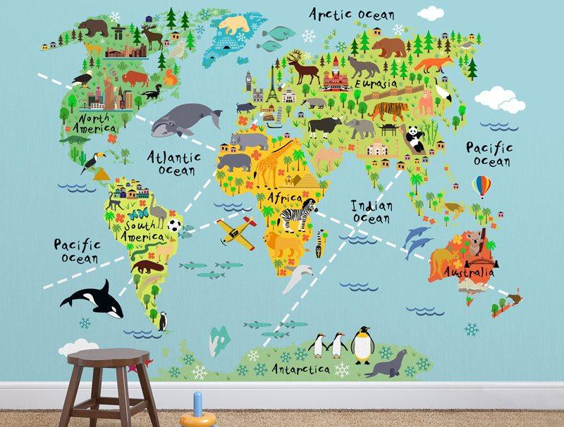טפט קיר של מפת העולם מקווקות מצוירת עם חיות