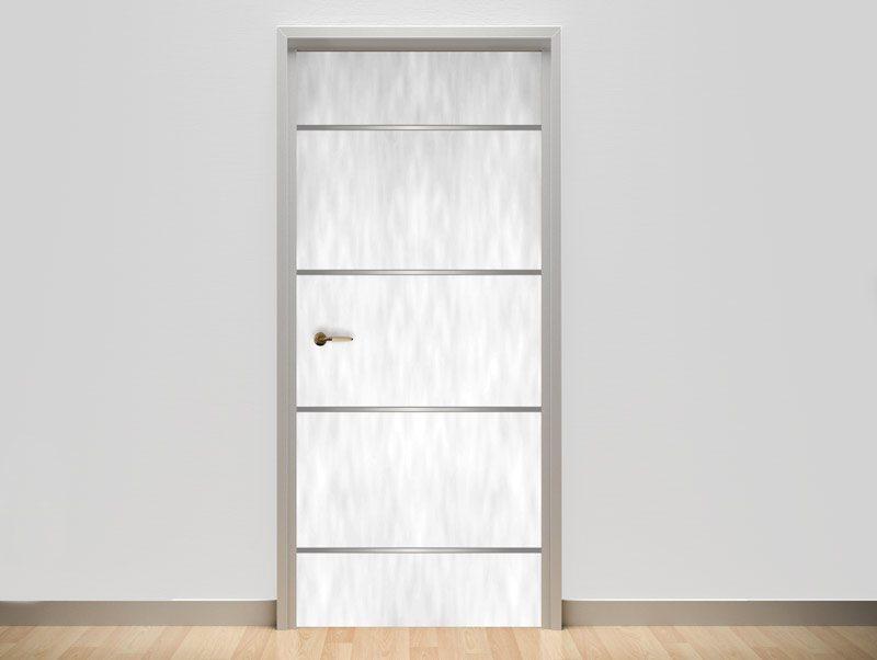 טפט לדלת | דלת לבנה עם פסי ניקל